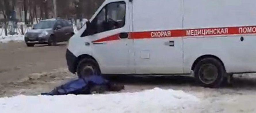 Рядом со спорткомплексом «Дельфин» в Рязани прохожие обнаружили труп женщины