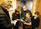 Николай Любимов исполнил желание 7-летнего жителя Рыбного и подарил ему искусственную елку