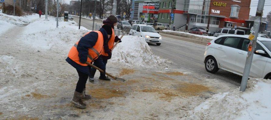 Рязанские дорожные службы продолжают круглосуточную борьбу с гололедом