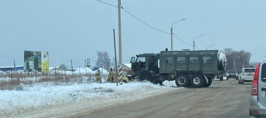 Военный грузовик столкнулся под Рязанью с автомобилем Hyundai