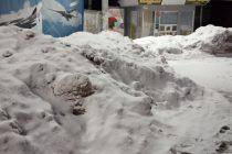 Рязанцы выкладывают фото с горами снега в человеческий рост в Дягилеве