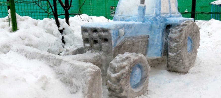 В конкурсе на лучшую снежную фигуру в ИК Рязани победил трактор