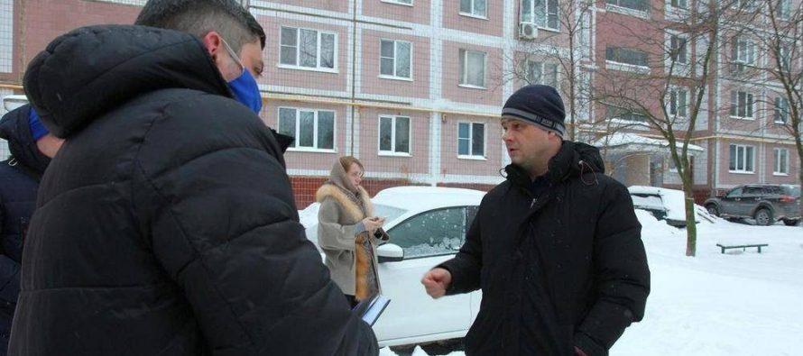 Бурмистров проверил парковки и дорогие, на которые жаловались жители Рязани