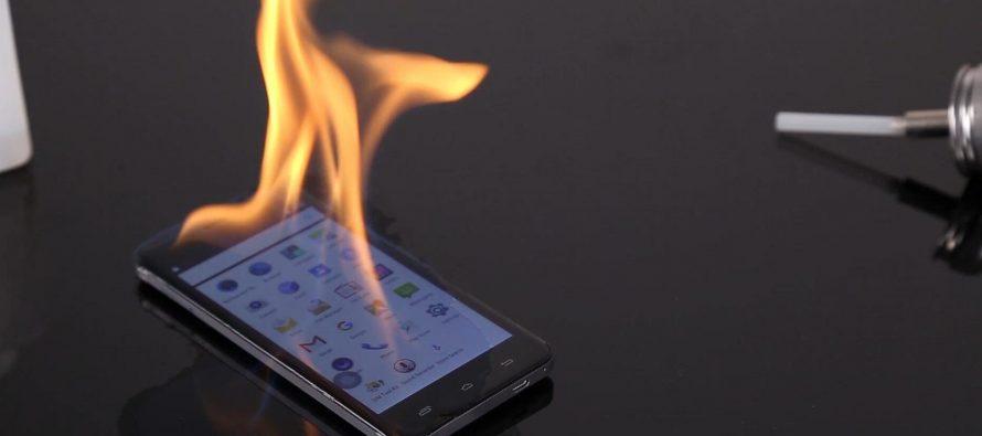 В Роскачестве перечислили основные причины возгорания смартфонов
