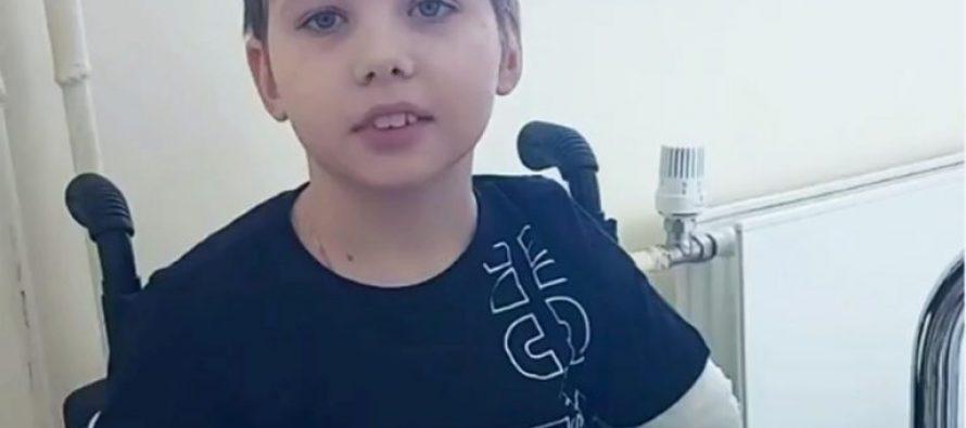 Мальчик, потерявший конечности в аварии, поздравил главврача Рязанской ОКБ