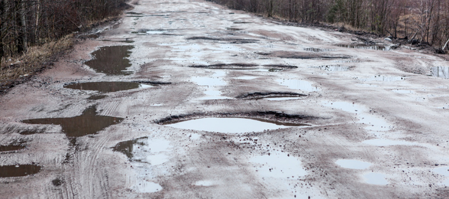 Рязанские водители получили инструкцию, как и куда жаловаться на размытые дороги