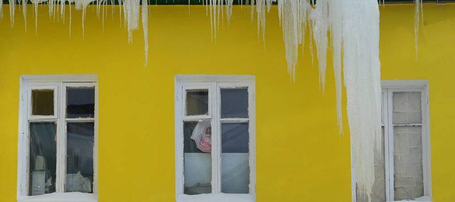 Жителей Рязани предупредили об опасных падающих сосульках и сходе снега с крыш