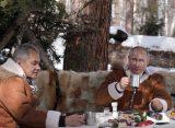 На столе Путина в тайге нашли зашифрованное послание Байдену