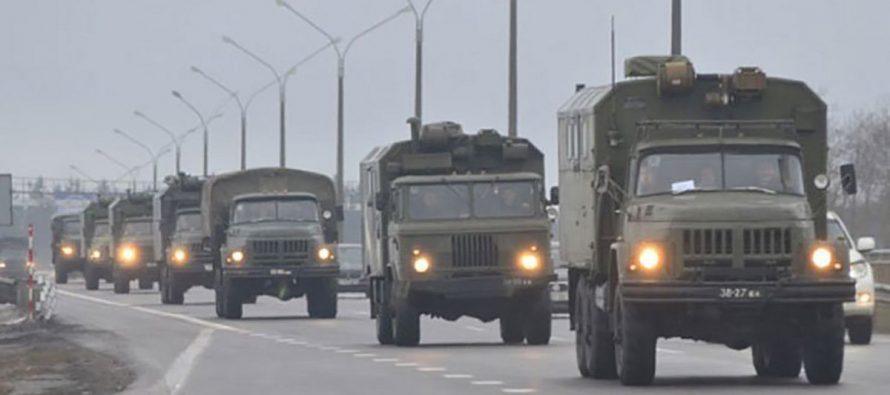 К Минску движутся бронетранспортеры и военные грузовики