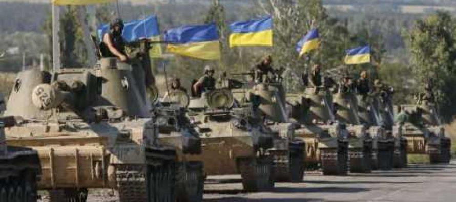 К Крыму идет массовая переброска украинской бронетехники и вооружения