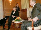 The Times: Путин напугал Меркель лабрадором и напоил водкой Саркози