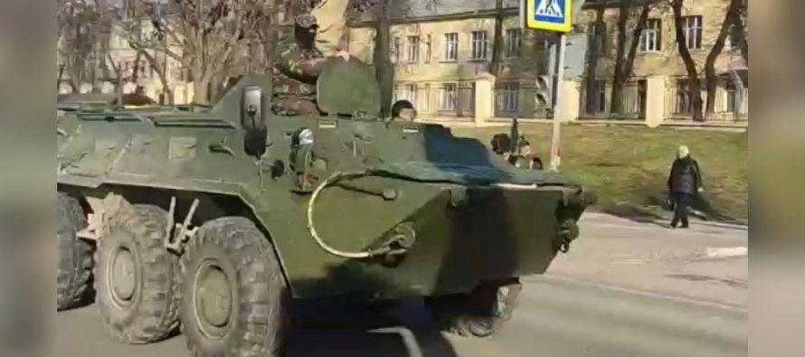 По центру Рязани промчался бронетранспортер БТР-80