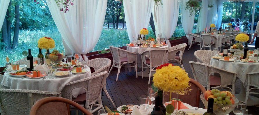 Рязанские рестораторы призвали власти смягчить ограничения на майские праздники