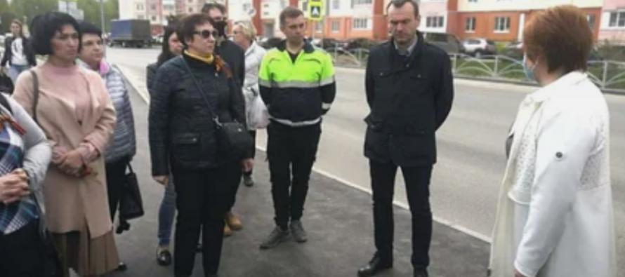 Сорокина провела осмотр ремонтируемых дорог наулицах Шереметьевская и Песоченская с местными жителями