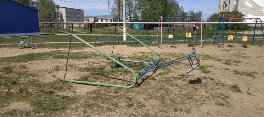 Прокуратура проверяет обстоятельства падения качелей на ребенка в Рязанской области