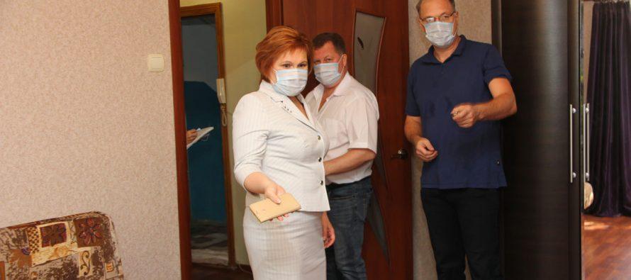 Сорокина проверила две квартиры, купленные для детей сирот, и указала на недочеты