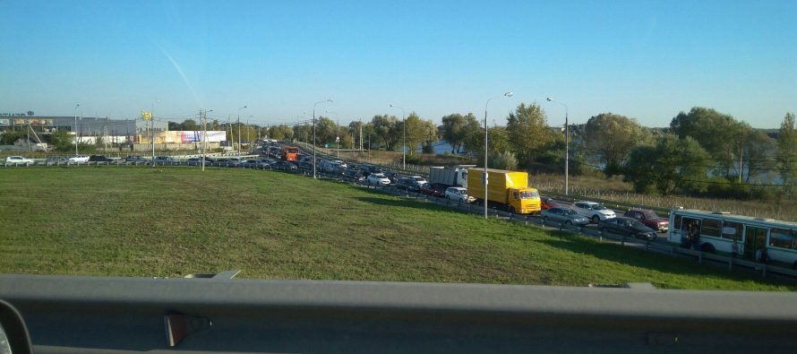 В массовом ДТП на Северной окружной дороге пострадали мужчина и женщина