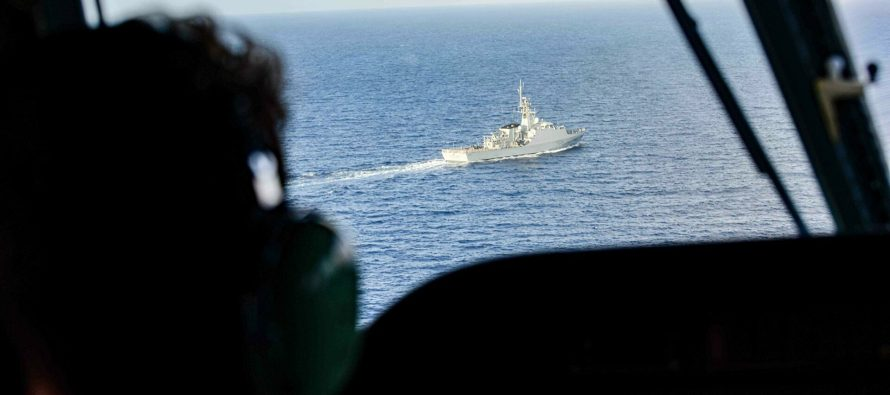 ВМФ России встретил британский корабль в Черном море артиллерийскими стрельбами