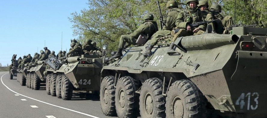 Столтенберг заявил о десятках тысяч российских солдат у границ Украины