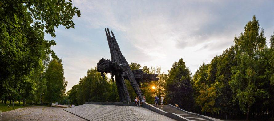 Депутаты рязанской гордумы проинспектировали качество работ в парке советско-польского братства по оружию