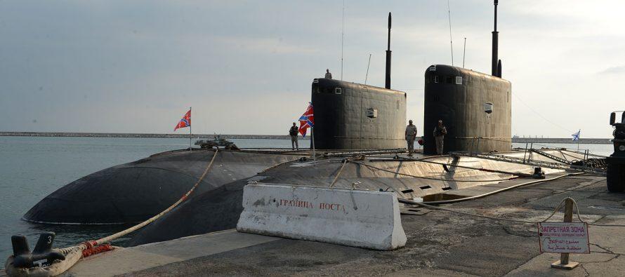 Неопознанная российская подлодка отправилась на перехват кораблей АУГ Британии
