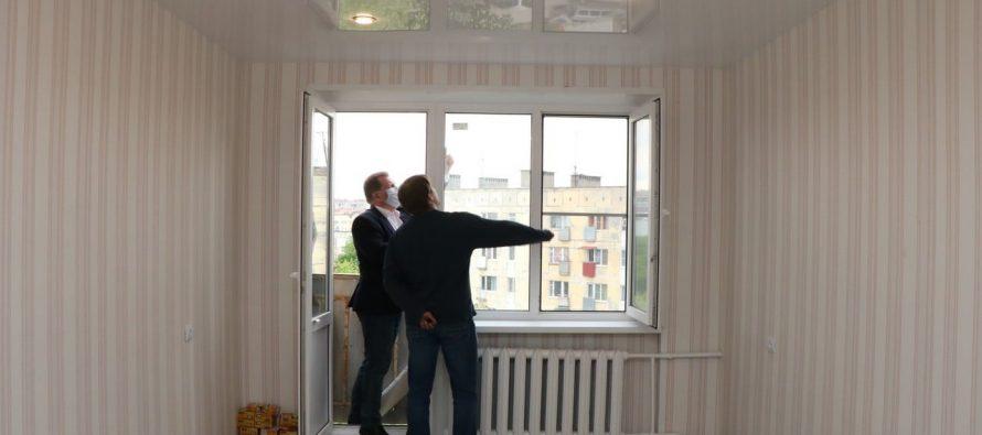 Елена Сорокина провела осмотр еще двух квартир для детей-сирот