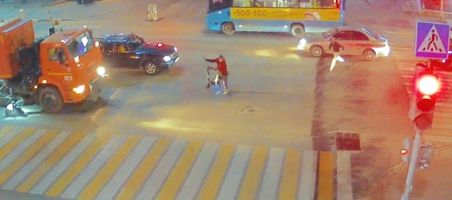 Рязанец на электросамокате столкнулся с автомобилем и сбежал с места ДТП