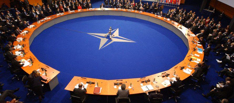 «Стратегия анаконды»: Заявляя о мире с Россией НАТО готовится к войне