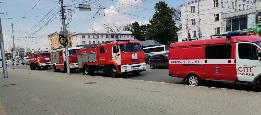 Рязанское МЧС прояснило ситуацию со скоплением пожарных машин в центре города