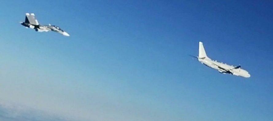 Российские истребители заставили трусливо сбежать от границ РФ самолет разведчик ВВС США P-8 Poseidon