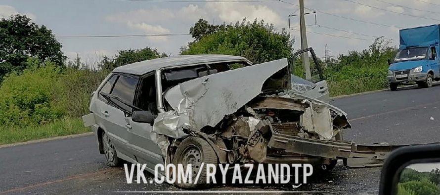 На Южной окружной в Рязани из-за ДТП с ВАЗ-2114 образовалась огромная пробка