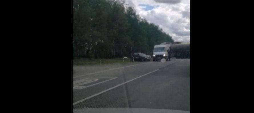 В Рязани на Михайловском шоссе столкнулись бензовоз и внедорожник