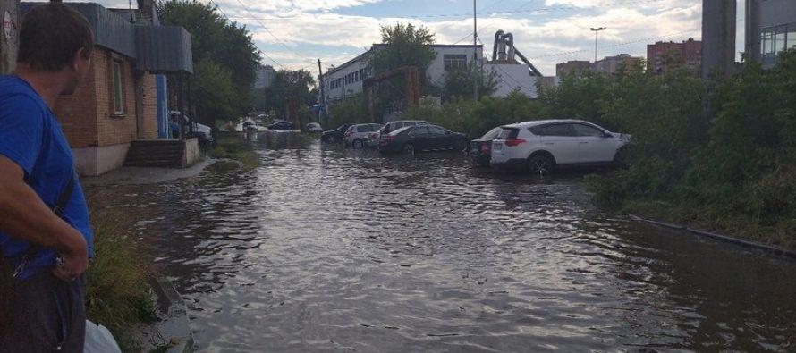 В Рязани после сильного дождя вновь затопило две улицы