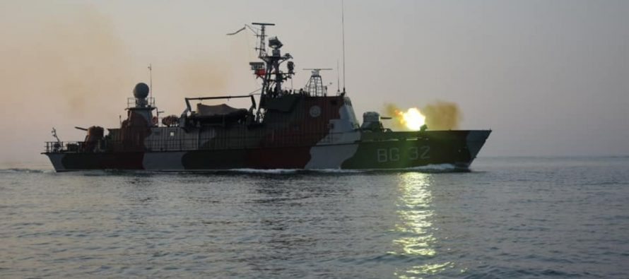 Российские корабли наблюдали за учениями украинских катеров в Азовском море