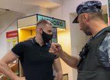 Охранник рязанского супермаркета угрожал блогеру электрошокером